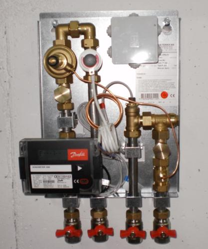 Individual heating sub-station with regulation elements.